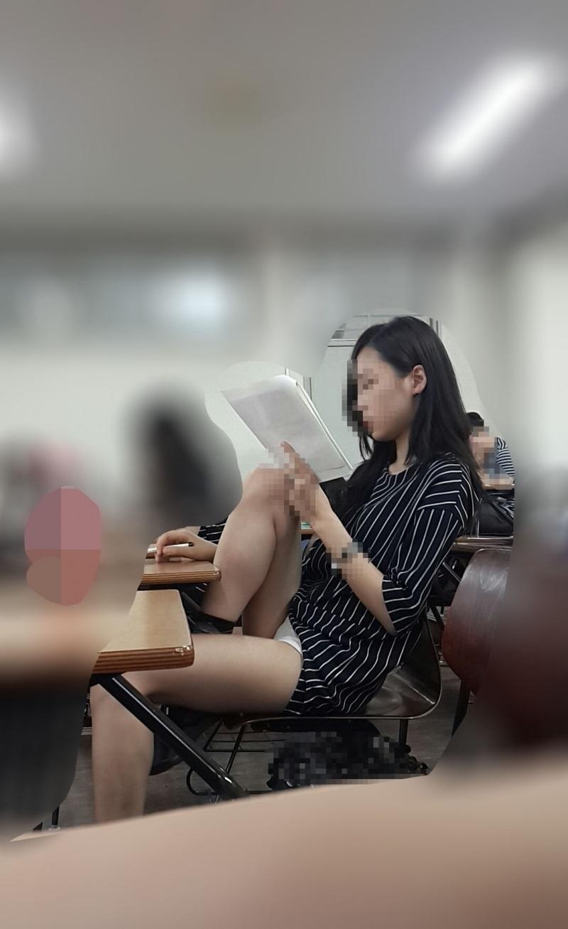 강의실녀 자세보소 ㄷㄷㄷ.jpg