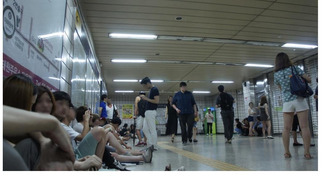토요일 새벽5시30분 이태원 지하철역.jpg